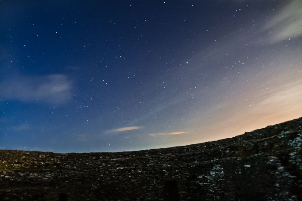 The firmament above the gate and northern passage at 10.54 pm.